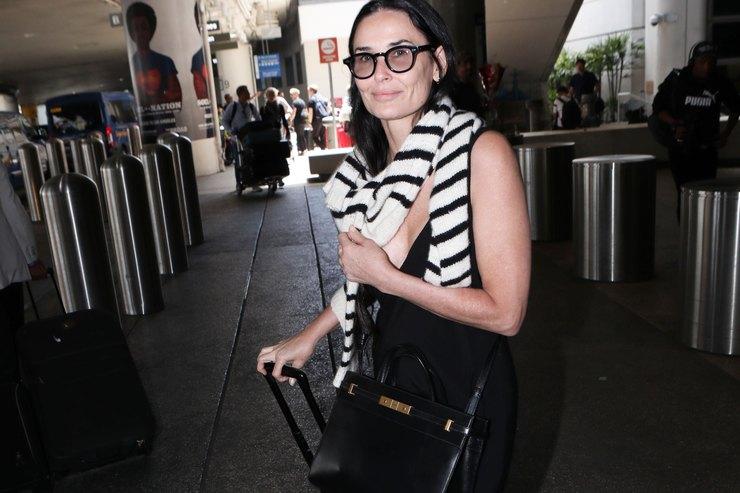 Платье-макси иджемпер наплечах: новый выход Деми Мур вЛос-Анджелесе