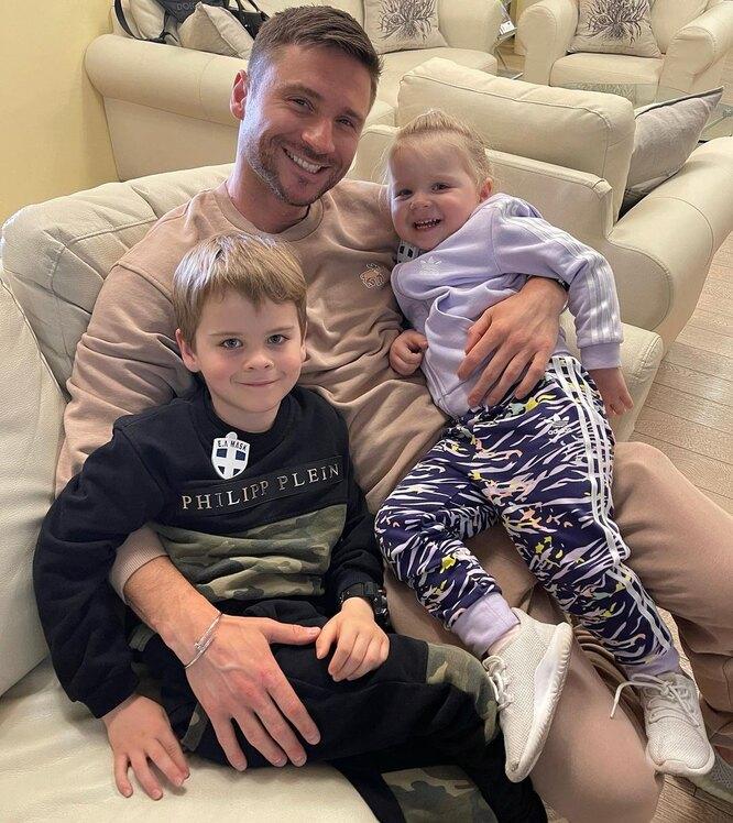 Сергей Лазарев с детьми