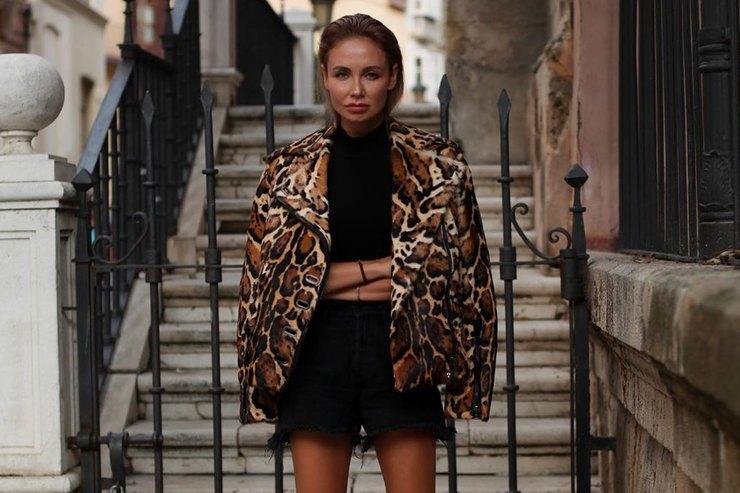 Ляйсан Утяшева в«хищной» куртке имини-шортах похвасталась длинными ногами
