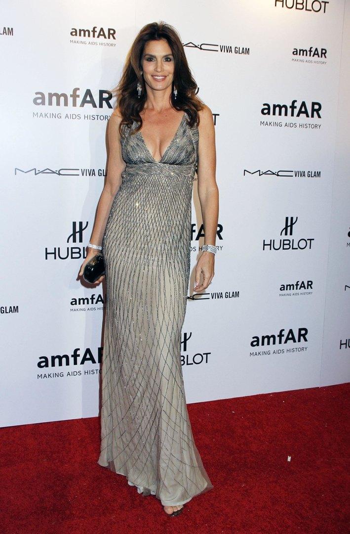Синди Кроуфорд наблаготворительном вечере amfAR в2012 году