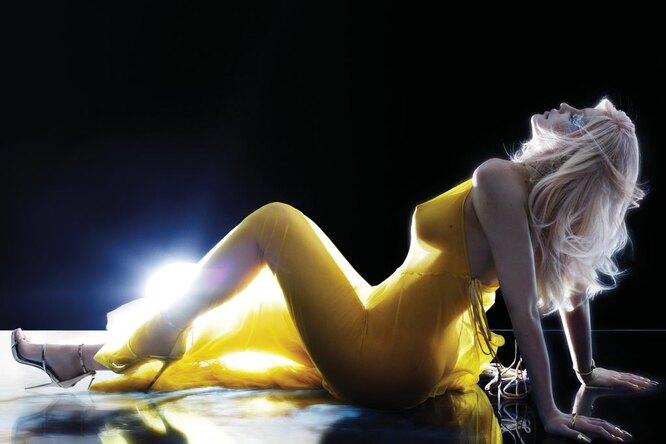 «Мое первое супер-ню»: Кайли Дженнер снялась воткровенной фотосессии