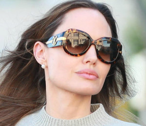 Анджелина Джоли в маленьком черном платье неожиданно появилась на фестивале