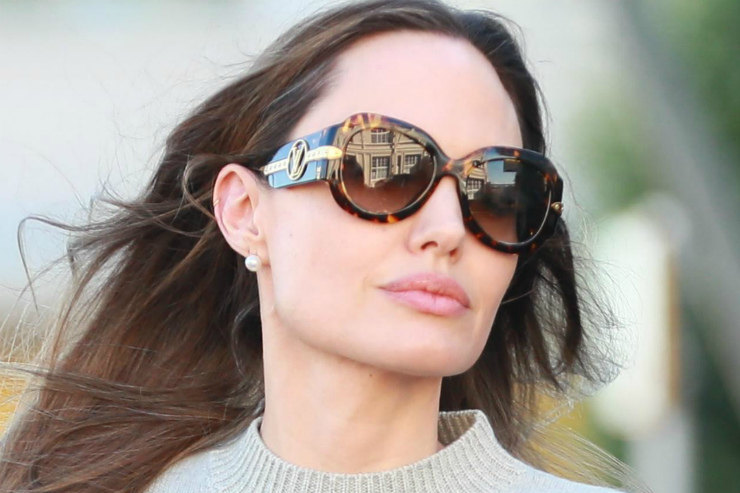 Анджелина Джоли вмаленьком черном платье неожиданно появилась нафестивале