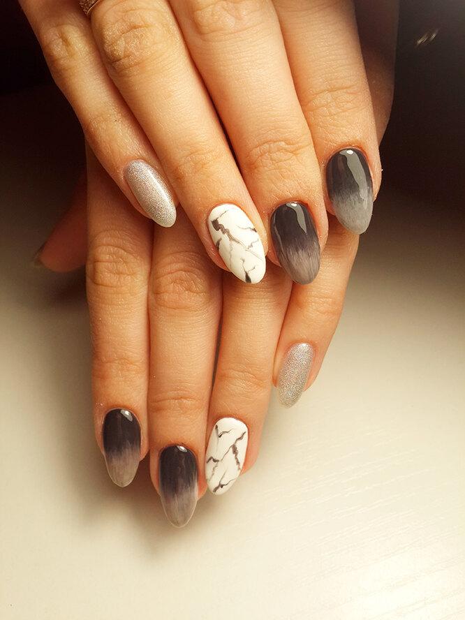 Омбре можно сочетать с другим чёрно-белым дизайном ногтей