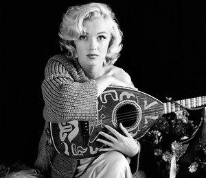 От Монро до Кардашьян: голливудские знаменитости, которые обожают свитеры