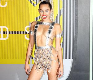 На грани: самые экстремальные наряды знаменитостей на церемонии VMA