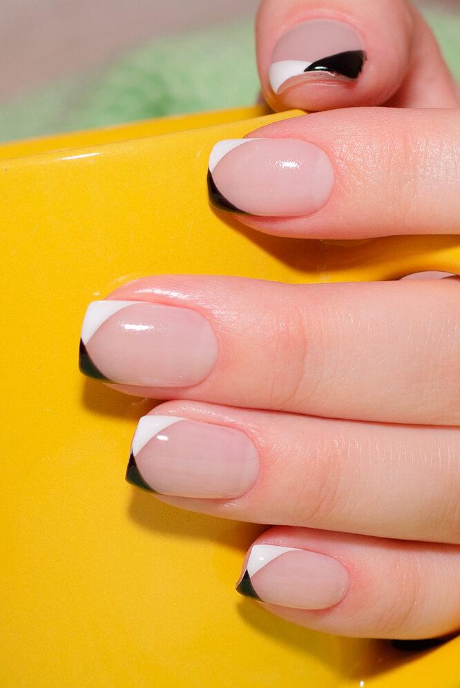 Новое прочтение французского маникюра - чёрно-белые кончики ногтей
