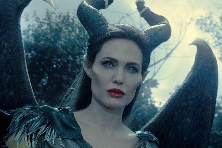 Анджелина Джоли зла: актриса недовольна дружбой бывшего мужа сДженнифер Энистон