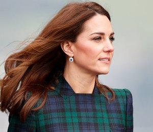 Кейт Миддлтон вышла в своем любимом пальто и с любимой сумкой Елизаветы II