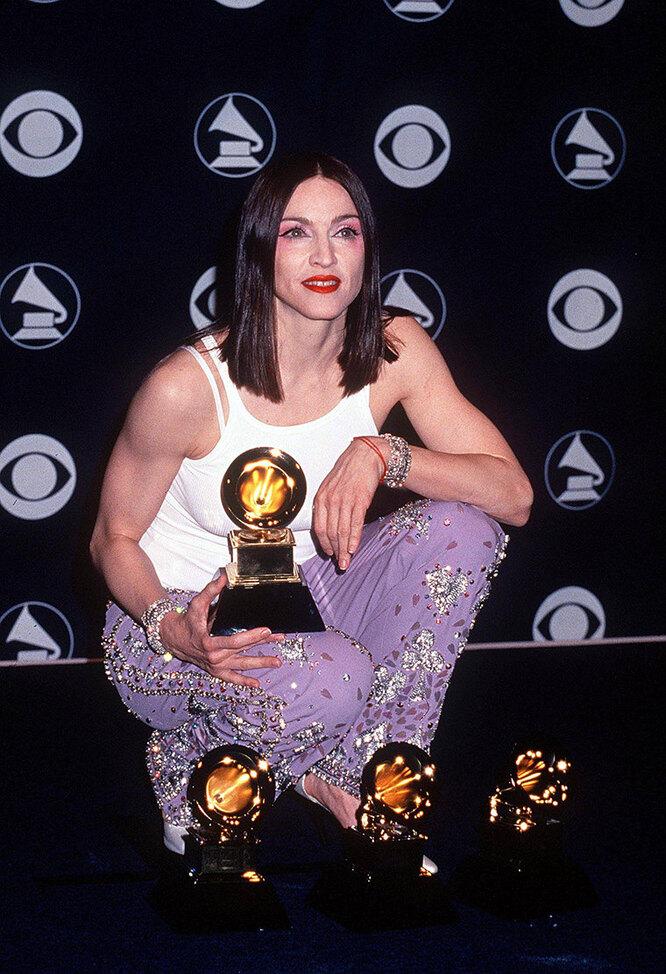 """Мадонна в 1999 году на церемонии вручения премии """"Грэмми"""""""