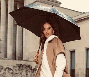 Изабель Гулар носит «походные» шорты сэлегантным пальто ишпильками
