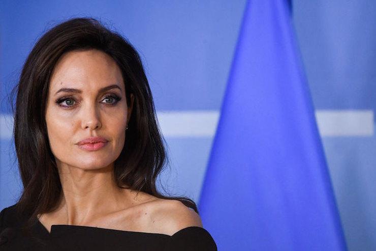 Виноваты звезды: астролог объяснил неудачи Анджелины Джоли