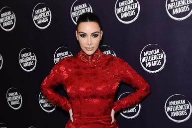 Ходит покраю: Ким Кардашьян опять насмехнулась надяпонской культурой