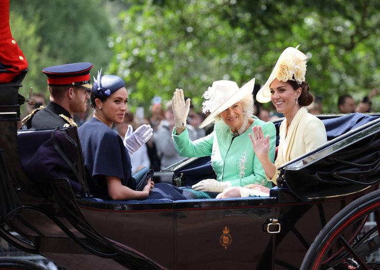 Меган Маркл, принц Гарри, Кейт Миддлтон иКамилла (герцогиня Корнуоллская)