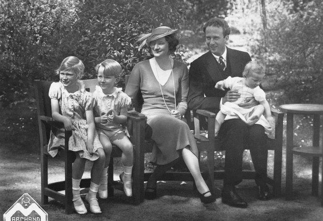 Королева Астрид и Король Леопольд с детьми, 1934