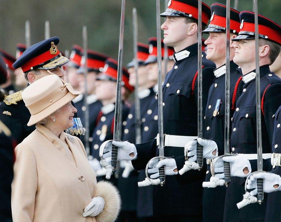 Королева спринцем Гарри наSovereign's Parade