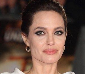 Анджелина Джоли представила свою версию маленького черного платья