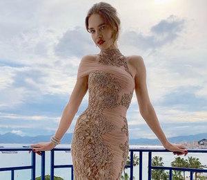 Наталья Водянова в обворожительном платье Versace стала королевой вечера