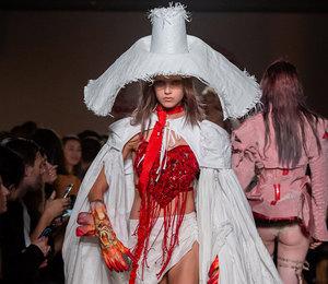 Призраки прошлого и пудели на голове:самые безумные показы Недели моды в Лондоне