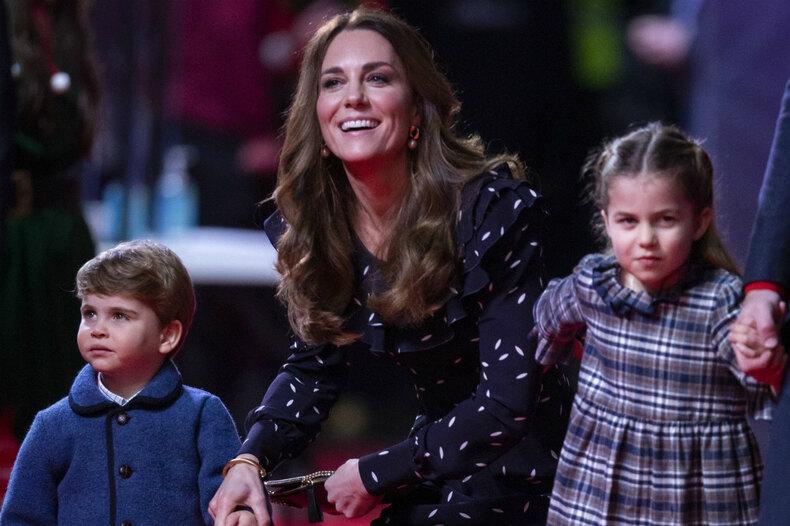 Кейт Миддлтон ипринц Уильям сподросшими детьми дебютировали накрасной ковровой дорожке