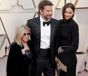 Брэдли Купер пришел на премию «Оскар» с мамой и Ириной Шейк