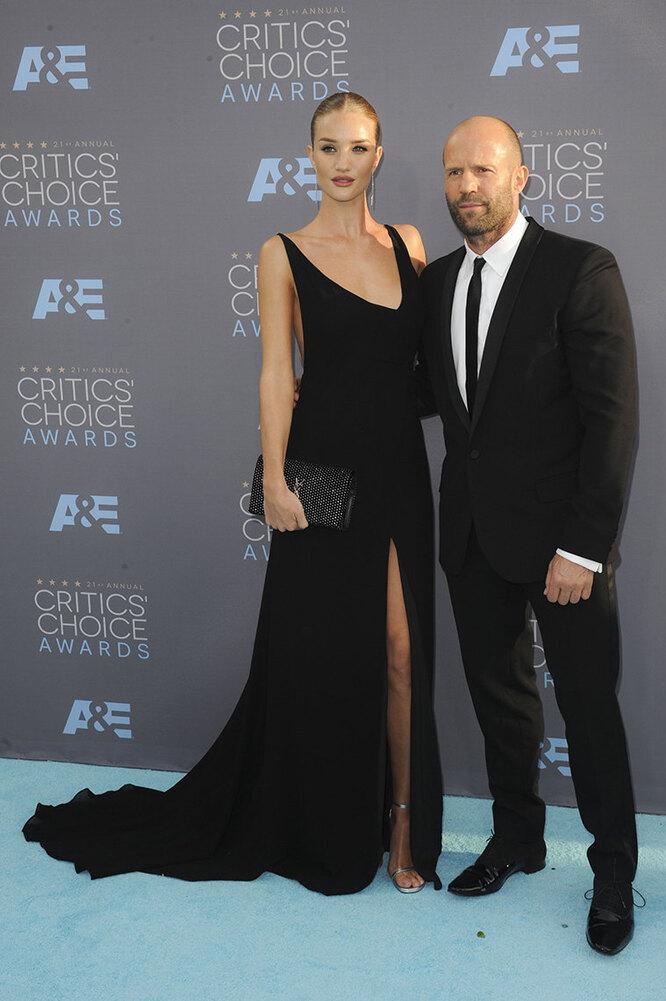 Джейсон Стэйтем и Роузи Хантингтон-Уайтли на Critics' Choice Awards в 2016 году