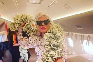 Такое есть уКлавы Коки! Леди Гага позирует вбоа изденег