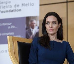 Восковая кукла: Фанаты разочарованы застывшим от ботокса лицом Анджелины Джоли