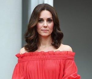 Lady in red: Новый романтичный образ Кейт Миддлтон в платье Alexander McQueen