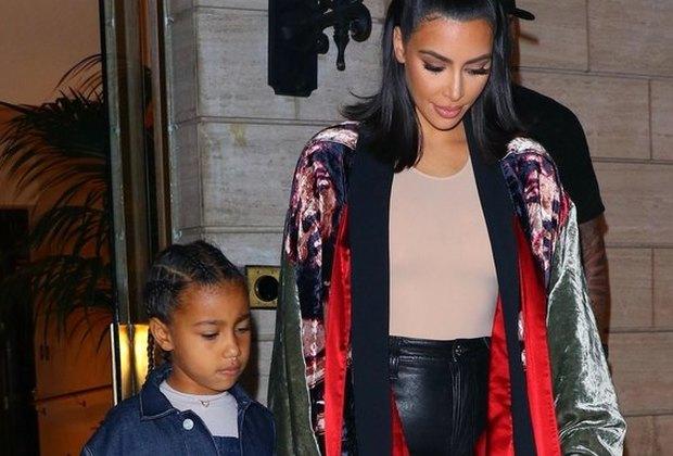 Ким Кардашьян вышла всвет в«домашнем» кимоно и«невидимом» топе