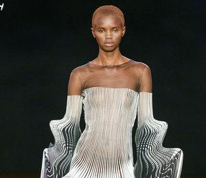 Неделя Высокой моды вПариже: кинетика иалхимия напоказе Iris van Herpen