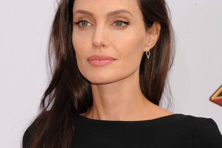 «Мы всегда будем семьей»: Анджелина Джоли впервые публично высказалась оразводе