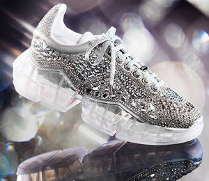 Кристаллы и позолота: меняем старые кроссовки на более гламурные