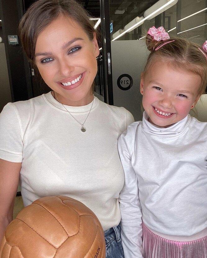 Лена Темникова с дочкой