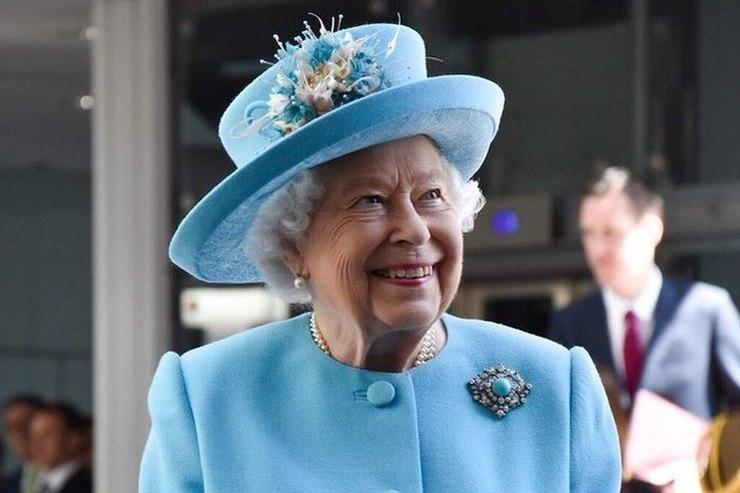 Дерзкая шутка Елизаветы II рассмешила известного футболиста