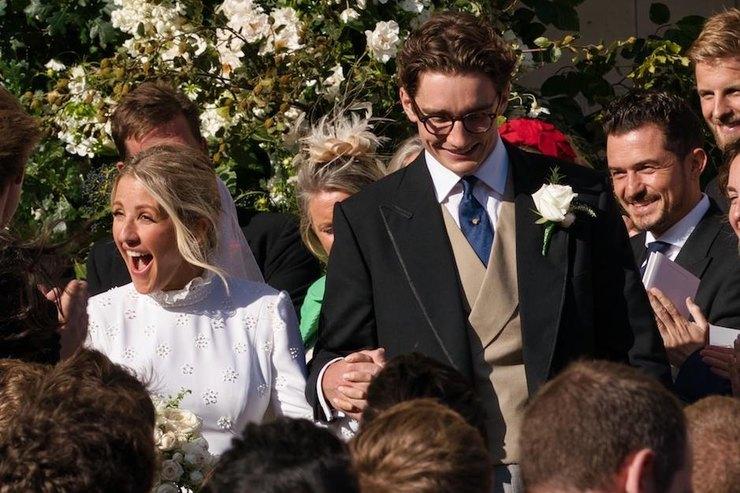Бывшая возлюбленная принца Гарри вшелковом платье вышла замуж