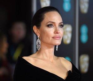 Анджелина Джоли все ещё верит, что сможет рассорить детей с отцом