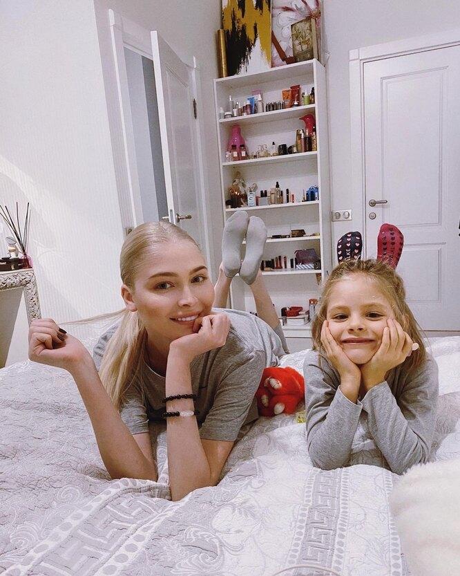Алена Шишкова с дочкой