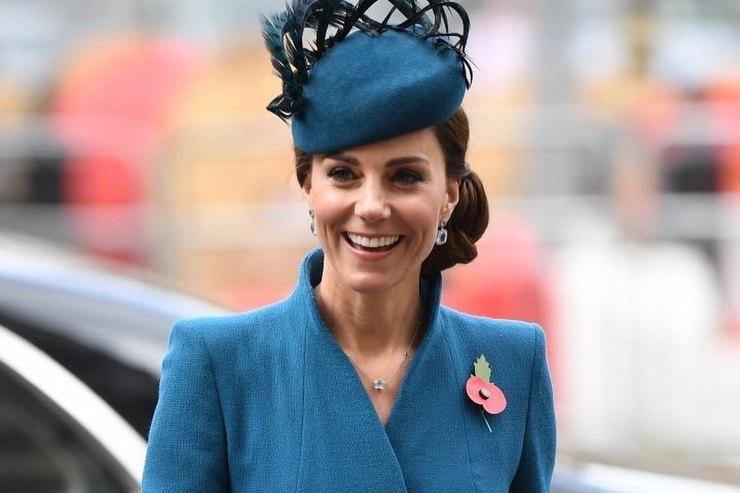 Яркие иэлегантные: любимые пальто британских монархов