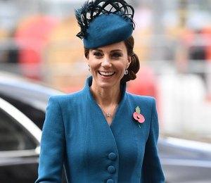 Яркие и элегантные: любимые пальто британских монархов