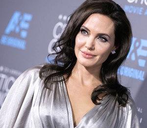 Must-have: где взять вязаный кардиган как у Анджелины Джоли